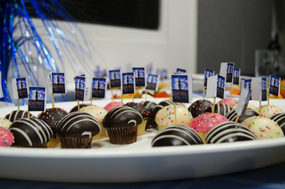 Cupcakes with mini books on top